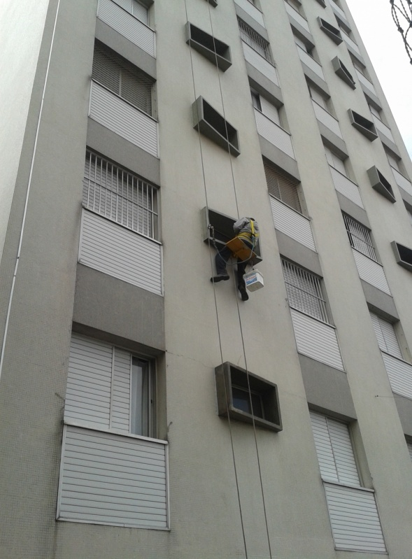 Pintura para Fachada de Edifícios Residenciais  Preço na Vila Clarice - Pintura Rápida em Edifícios