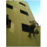 empresa de pintura na parede de edifício na Casa Grande